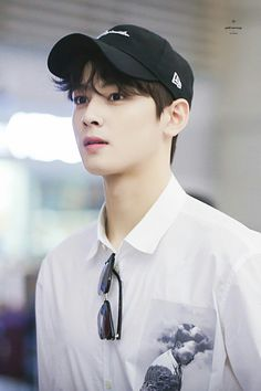 Celohfan provides the most valuable news and videos dedicated to K-pop. If you want to find the articles about BTS or EXO, You can't miss it! Cha Eun Woo, Kpop, Cha Eunwoo Astro, Lee Dong Min, Les Bts, Foto Jimin, Sanha, Kdrama Actors, Cute Korean