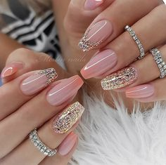 If you want your nails to attract people's attention, glitter nail art design is the most direct way. The glitter nail design is easy to make, just add a little gradient sequins to the nails. Whatever the color of the nails, the addition of small seq Fancy Nails, Pink Nails, Cute Nails, Girls Nails, Fabulous Nails, Gorgeous Nails, Stylish Nails, Trendy Nails, Nailed It