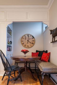 Most awesome kitchen built-in bench seating. Crazy for Wall Clocks ~ Humpdays with Houzz - Town Country Living Booth Seating, Banquette Seating, Table Seating, Rental Decorating, Kitchen Nook, Kitchen Ideas, Kitchen Design, Dining Nook, Dining Table