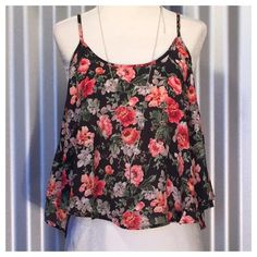 Floral Print Crop Top Size MediumSpaghetti strap crop topPrice is firm Tops Crop Tops