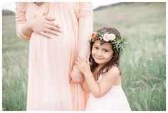 Maternity Bohemian Photography Posing Outdoors| Rustic and Bohemian Maternity Photography| Natural and Modern Maternity Photography by Miranda North