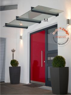 A simple stainless steel canopy in the classic Bauhaus style. The roofing consists of composite . Modern Entrance Door, House Entrance, Entrance Doors, Deco House, Front Door Canopy, Pergola, Bauhaus Style, Steel Canopy, Exterior Design