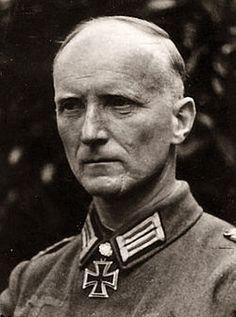 Maximilian von Edelsheim  (6 July 1897 – 26 April 1994) RK 30.07.1941 Oberstleutnant Kdr Radf.Abt 1 1. Kavallerie – Division  [162. EL] 23.12.1942 Oberst Kdr Pz.Gren.Rgt 26 24. Panzer – Division [105. Sw] 23.10.1944 Generalleutnant Kdr 24. Pz.Div