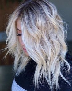 Curly Hairstyles Flattering Shoulder Length Wavy Hairstyles for Women Female Medium Haircuts.Curly Hairstyles Flattering Shoulder Length Wavy Hairstyles for Women Female Medium Haircuts Platinum Blonde Hair Color, Blonde Hair Shades, Blonde Wig, Short Blonde, Ash Blonde, Blonde Color, Blonde Fringe, Medium Hair Cuts, Medium Hair Styles
