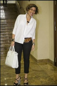 Looks confortáveis para mulheres acima dos 50 anos Hi Everyone I am of the opinion that after 50 yea Mature Fashion, Fashion For Women Over 40, 50 Fashion, Plus Size Fashion, Fashion Outfits, Fashion Tips, Fashion Trends, Fashion Boots, Lolita Fashion