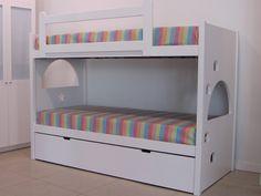 Nuestra camas se fabrican para cualquier medida de colchón ,estándar o de medida especial ,con la posibilidad de añadir cama nido, dos o tres cajones con ruedas que pueden aprovechar todo el fondo de la cama.    El cliente puede proponer cualquier diseño y personalizar así la cama o litera.