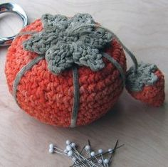 Tomato and Strawberry Pincushion: free crochet pattern
