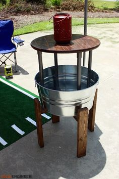DIY Party Bucket Table Plans - Free Project Plans | rogueengineer.com/ #Party_Bucket_Table #OutdoorDIYplans