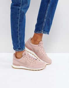 Shop Nike Internationalist Sneakers In Particle Pink. With a variety of delivery, payment and return options available, shopping with ASOS is easy and secure. Shop with ASOS today. Pink Trainers Outfit, Sneakers Outfit Summer, Sneaker Outfits Women, Winter Sneakers, Sneakers Street Style, Sneakers Mode, New Sneakers, Sneakers Fashion, Tenis Balance