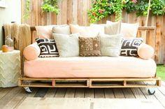 holz paletten möbel selbst basteln DIY ideen  sofa auflagen