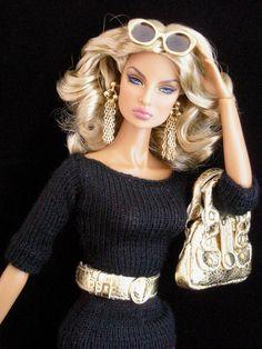 Going Public Eugenia Fashion Royalty Dolls, Fashion Dolls, Girl Fashion, Ethnic Fashion, Glam Doll, Glamour Dolls, Barbie Dress, Barbie Clothes, Poupées Barbie Collector