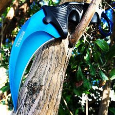 The blue on this #Karambit has got me feeling some type of way. Tag a friend who loves #csgo knives! Available now at www.megaknife.com