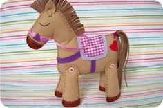cavalo de feltro
