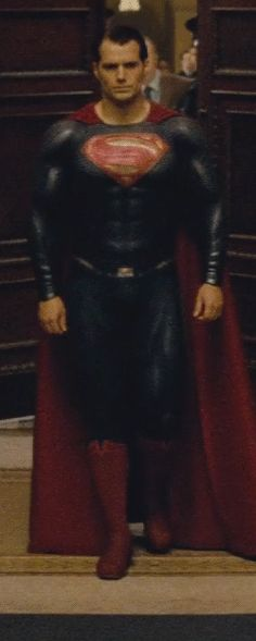 Those doors closing behind Henry Cavill are the doors of the comic book world. The best supersuit yet and the buffest superman yet! Cavill's Superman is a badass. Henry Cavill News, Epiphany, Superman, Athlete, Stars, Geek, Faces, Sterne, Geeks