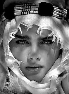 Brooke Shields by photographer Albert Watson for Vogue Italia, 1982 Brooke Shields, Beautiful Eyes, Beautiful People, Beautiful Women, Beautiful Pictures, Belle Silhouette, Foto Art, Classic Beauty, Belle Photo