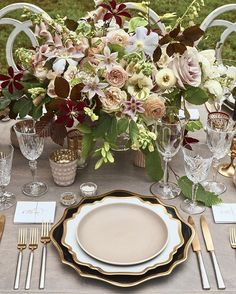 So excited to finally be able to share the gorgeous tabletop design from @joyann_bazaar's East Coast wedding featured as a full page spread in the recent issue of @martha_weddings  Incredibly honored to be included in this masterpiece of a wedding planned and designed by @eastonevents at the stunning #locustsonhudson with @ariellachezardesign @ambermoondesign @blossoms_events @sperrytents featuring our Anna Weatherley Chargers in Black/Gold + Anna Weatherley Dinnerware in White/Gold…