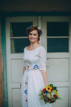 Folk svadobné šaty, 38
