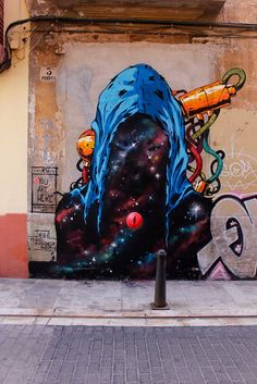 Deih paints a series of new pieces in Valencia, Spain