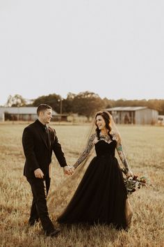 Halloween Bride and Groom — Kayla Nicole Photography - Florida Wedding Photographer Minimal Wedding Dress, Classic Wedding Gowns, Minimalist Wedding Dresses, Traditional Wedding Dresses, Black Wedding Dresses, Wedding Dresses Plus Size, Boho Wedding Dress, Halloween Bride, Black And White Wedding Theme