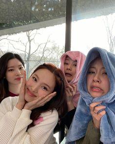Blackpink Twice, Twice Sana, South Korean Girls, Korean Girl Groups, My Girl, Cool Girl, Sana Momo, Sana Minatozaki, Chaeyoung Twice