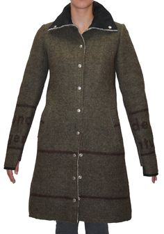 NEW ARRIVALS # km/a vienna upcycling Armee Deckenmantel für Ladies, jetzt kann es kalt werden.... alles Made in Vienna. Jetzt auch in unseren Webshop www.shop.disasterclothing.at Tops, Sweaters, Fashion, Blanket Coat, Beret, Army, Cold, Fall Winter, Upcycled Crafts