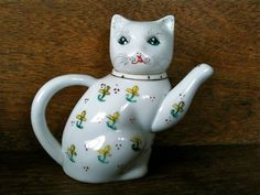 Etsy の Vintage Small Cat Teapot / English Shop by EnglishShop