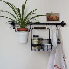 30+ Perfect and Beautiful Hanging Bathroom Plants Decor Ideas