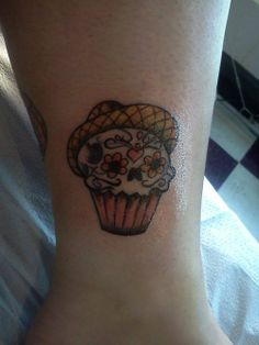 Sugar skull Day of The Dead cupcake. cupcake with bad ass and skull with sugar frosting..