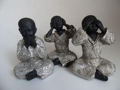 Horen zien en zwijgen zwart. http://www.wanwisawebwinkel.nl/index.php/boeddhas/mooie-boeddha-beelden/horen-zien-zwijgen-zwart-zilver-detail