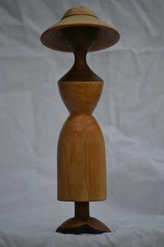 Une petite statue en cèdre Le pied est en poirier Hauteur 27 cm  Ma boutique:   www.alittlemarket.la boutique de lolotour...