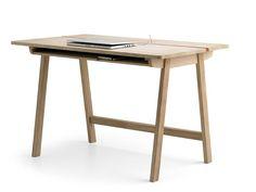 Minimalista Diseño minimalista de roble macizo escritorio con un montón de espacio de almacenamiento por Samuel Accoceberry