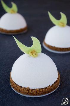 Semiesferas de Chocolate Blanco, Yogur y Lima con interior de Aguacate, Tequila y Guindilla