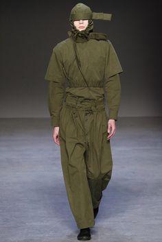 Craig Green Fall 2016 Menswear Fashion Show Mens Fashion 2018, Military Fashion, Male Fashion, Fashion Brands, Fashion Show, Fashion Design, High Fashion, Man Dressing Style, Craig Green