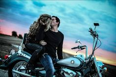 New Motorcycle Couple Pictures Sexy Ideas Motorcycle Couple Pictures, Biker Couple, Engagement Photo Inspiration, Engagement Pictures, Couple Photography, Engagement Photography, Photography Poses, Motorcycle Wedding, Motorcycle Engagement Photos