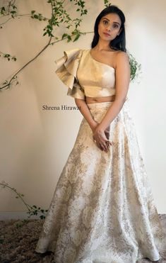 Plus Size Designer Dresses: Stylish, Flattering & Sexy Indian Wedding Gowns, Party Wear Indian Dresses, Designer Party Wear Dresses, Indian Gowns Dresses, Dress Indian Style, Indian Fashion Dresses, Indian Designer Outfits, Lengha Blouse Designs, Fancy Blouse Designs