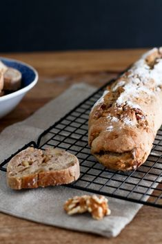 Dinkel Walnuss Baguette Rezept – Einfach & so lecker Spelled Walnut Baguette Recipe – There is little better than fresh, homemade baguette! The spelled walnut baguette is extremely tasty and is ideal for the coming barbecue season. Fun Pizza Recipes, Grilling Recipes, Bread Recipes, Breakfast Recipes, Chicken Recipes, Breakfast Pizza, Healthy Chicken, Vegan Mac And Cheese, Pizza Hut