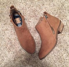 Chyro Zip Booties from Stitch Fix… Haven't gotten a pair of booties yet-these look like they might be comfortable. Shoe Boots, Ankle Boots, Stitch Fix Fall, Brown Booties, Flat Booties, Boating Outfit, Stitch Fix Outfits, Stitch Fix Stylist, Kendall Jenner