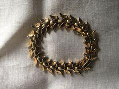 Vintage Classic Design Crown Trifari Link Bracelet Leaf Design
