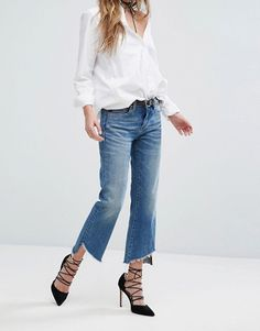 Kick cropped flare jeans became like the holy grail and bloggers can't get enough of them! Easy to wear, easy to pair, this is your next must have...