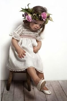 """Even Flower Girls Get Tired Feet"" Flower Girls, Flower Girl Dresses, Beautiful Children, Beautiful Babies, Baby Girl Fashion, Kids Fashion, Spring Fashion, Baby Kind, Stylish Kids"