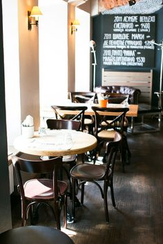 Un restaurante con mucho encanto en San Petersburgo · A really cozy restaurant