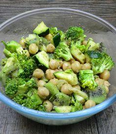 Ma petite cuisine gourmande sans gluten ni lactose: Salade aux pois chiches, brocoli, courgette et kiwi et cumin