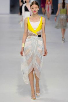 Love this color combo and elegant, flowey style by #ChristianDior #FashionTV