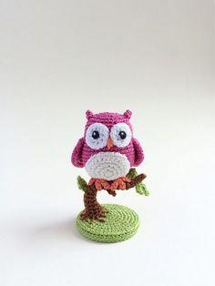 Free - An Owl Is Born. Crochet amigurumi pattern // by Uljana Semikrasa Crochet Birds, Crochet Amigurumi Free Patterns, Crochet Animal Patterns, Knit Or Crochet, Cute Crochet, Crochet Animals, Crochet Crafts, Crochet Dolls, Crochet Projects