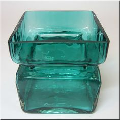 A useful identification guide to vintage collectable Finnish glass by Riihimaki / Riihimaen Lasi Oy, with picture gallery and information on designers, styles and patterns. Nordic Design, Finland, Scandinavian, Decorative Boxes, Ceramics, Glass, Vintage, Drinkware, Ceramic Art