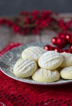 Incredibly delicate snowflake biscuits - a pinch of delicious- incredibly delicate snowflake cookies. Very fine and not complicated at all. Very tender and easy to make. Fish Recipes, Sweet Recipes, Baking Recipes, Cookie Recipes, No Bake Desserts, Dessert Recipes, Biscuits, Snowflake Cookies, English Food