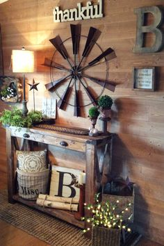 DIY decorating in farmhouse style! Love this rustic farmhouse foyer decor! The pallet wood wall and accent wall decorations and home accessories are GORGEOUS! home wood Foyer Accent Wall Ideas - Easy DIY Decorating Ideas for Your Entry Wall Farmhouse Side Table, Rustic Farmhouse, Farmhouse Style, Farmhouse Ideas, Rustic Style, Entry Wall, Entry Foyer, Diy Casa, Foyer Decorating