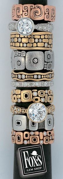 Imagining a stripe made of just one or several of these rings. Alex Sepkus Jewelry - It's like Klimt in metal