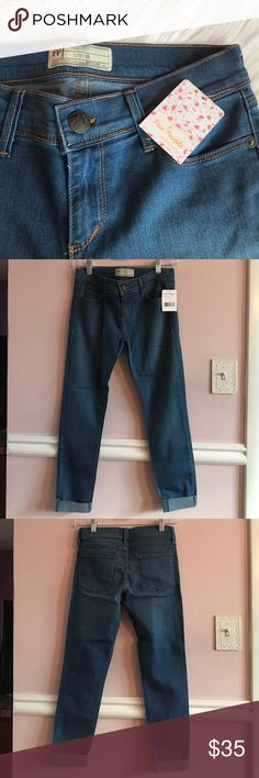 Free People Cropped Skinny Jeans Free People Crop Mid Rise Skinny Jeans Style: FB882P086 Lou blue New with tags Size 26  Waist: 27 inches Rise: 8 inches Inseam: 26 inches Free People Pants Ankle & Cropped