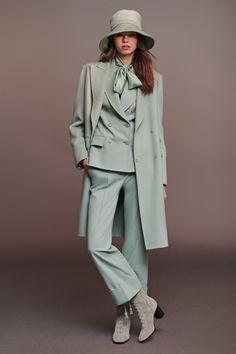 Alberta Ferretti Pre-Fall 2020 Fashion Show - Alberta Ferretti Pre-Fall 2020 Collection – Vogue - 2020 Fashion Trends, Fashion 2020, High Fashion, Winter Fashion, Alberta Ferretti, Fashion Moda, Fashion Pants, Workwear Fashion, Fashion Blogs